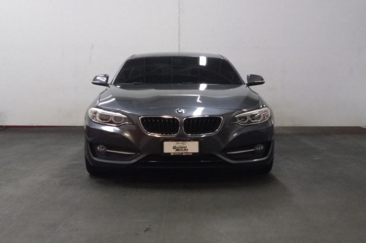 BMW 220i COUPE 2015 19,800 kms.