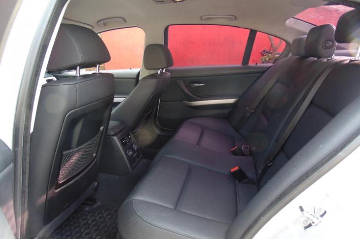 BMW 320I 2009 71,700 kms.