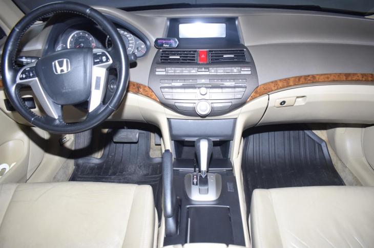 HONDA ACCORD V6 2009 110,400 kms.