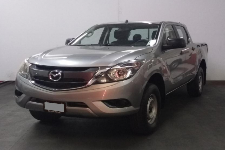 MAZDA BT 50 4X4 DOBLE CABINA  2017 75,200 kms.