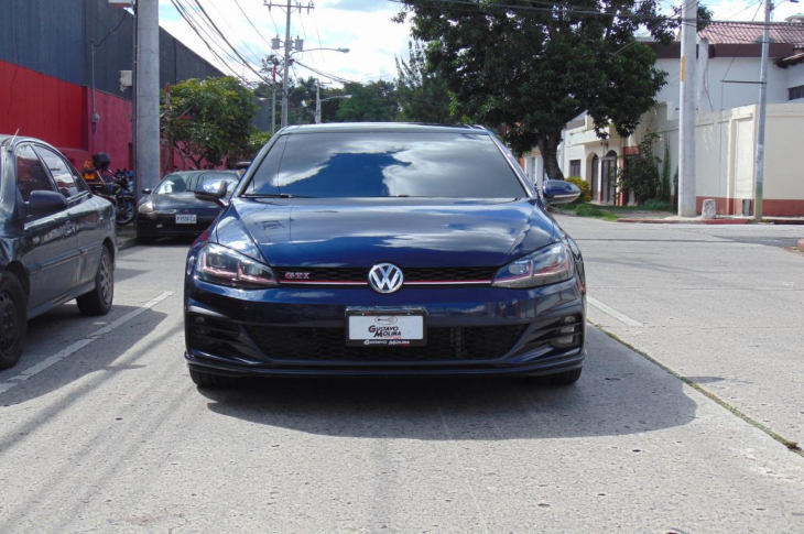 VOLKSWAGEN GOLF 2018 22,000 kms.