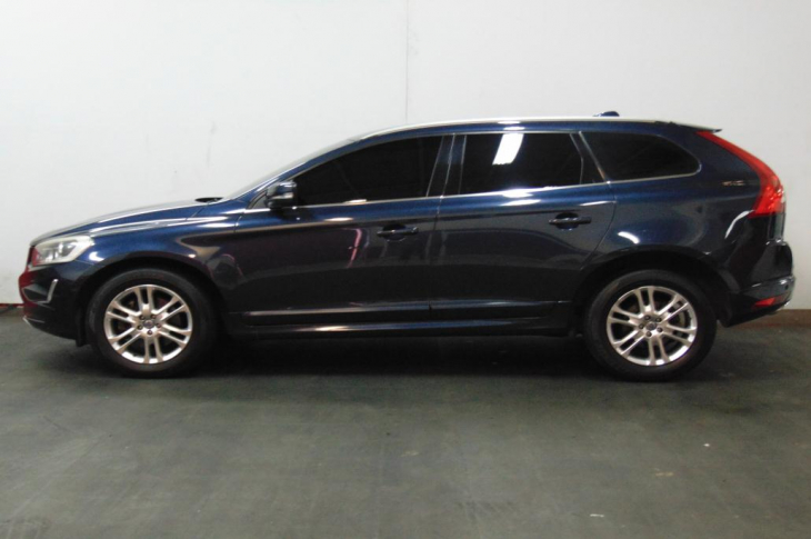 VOLVO XC60 D5 2014 76,600 kms.
